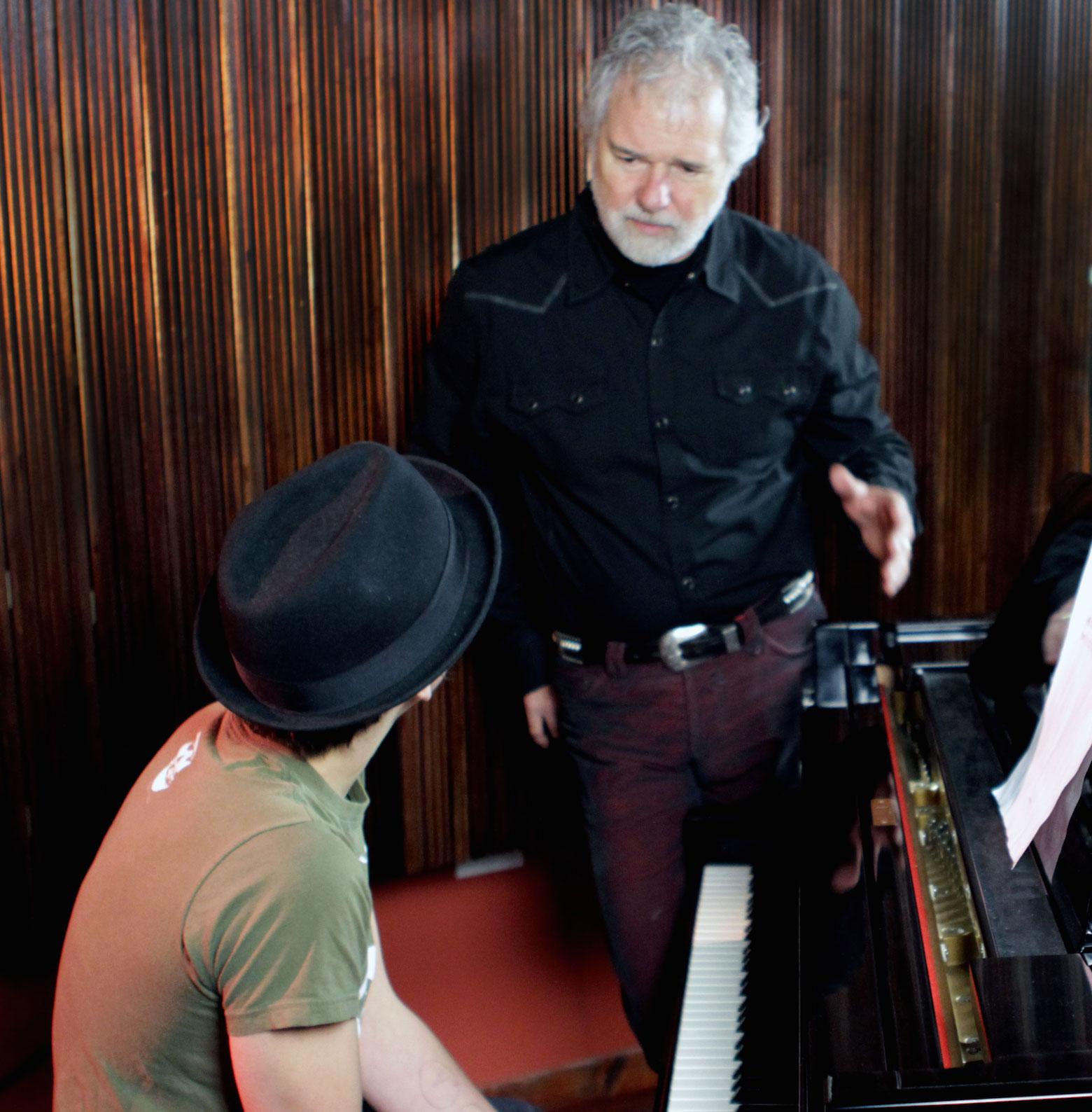 IROCKU Method_Chuck Leavell teaching piano student